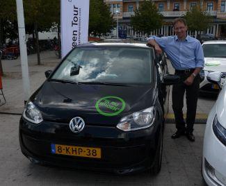 Winnaar Duurzame Mobiliteitsheld 2013: Roger Prins OAMKB met de Volkswagen Up: De gelukkige winnaar krijgt van Bureau MVO een PR actie voor zijn organisatie. Deze prijs bestaat uit een free publicity actie of een kort video-interview voor op de website.Binnenkort volgt een feestelijke uitreiking.